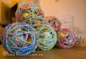как оригинально оформить подарок при помощи шариков, ниток и клея