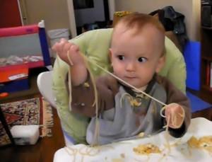 Вкусная игрушка: спагетти.
