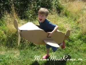 """""""Летать"""" в картонном самолете так весело!"""