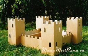 Средневековая крепость из гофрированного картона -- прямо как во времена рыцарей